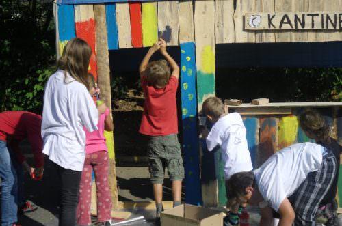 Kinder bauen ihre eigene Stadt