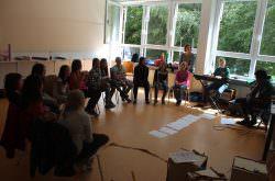Kinder singen und musizieren gemeinsam